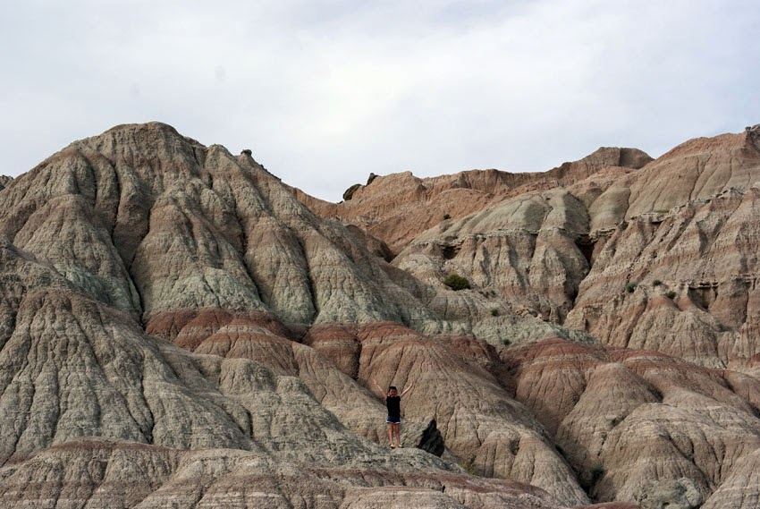 Needing some help planning your summer family South Dakota vacation? Here's some tips for visiting the Badlands and Wall Drug!
